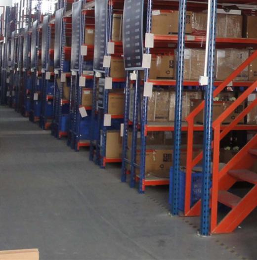 货架用户采用阁楼式货架能够有效的提高空间